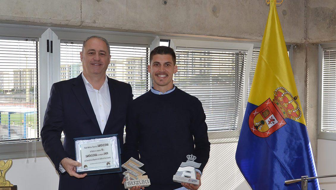 El Consejero de Deportes del Cabildo de Gran Canaria, Francisco Castellano, recibe al campeón de España de N3